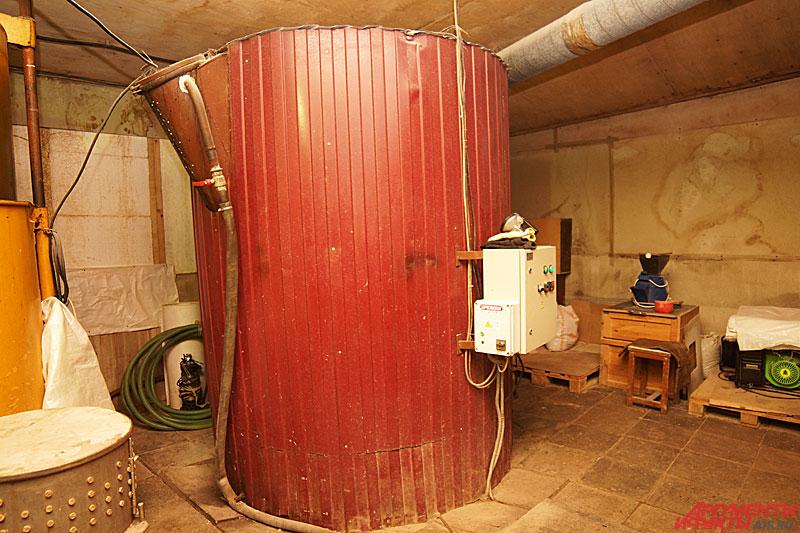 Газгольдер на ферме прикамского Кулибина вырабатывает биогаз. Фото: АиФ / Дмитрий Овчинников
