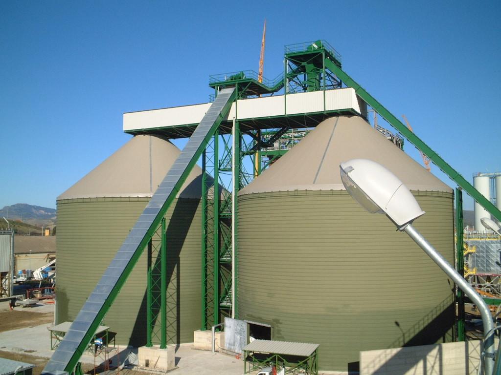 Бункеры накопители щепы объемом 10 000 м3 каждый